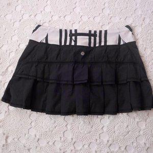 Lululemon 8 Pace Setter Skirt Navy Striped Skort